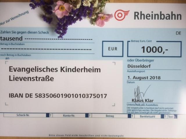 großzügige Spende beim Verkauf von Rheinbahn-Haltestellenschildern