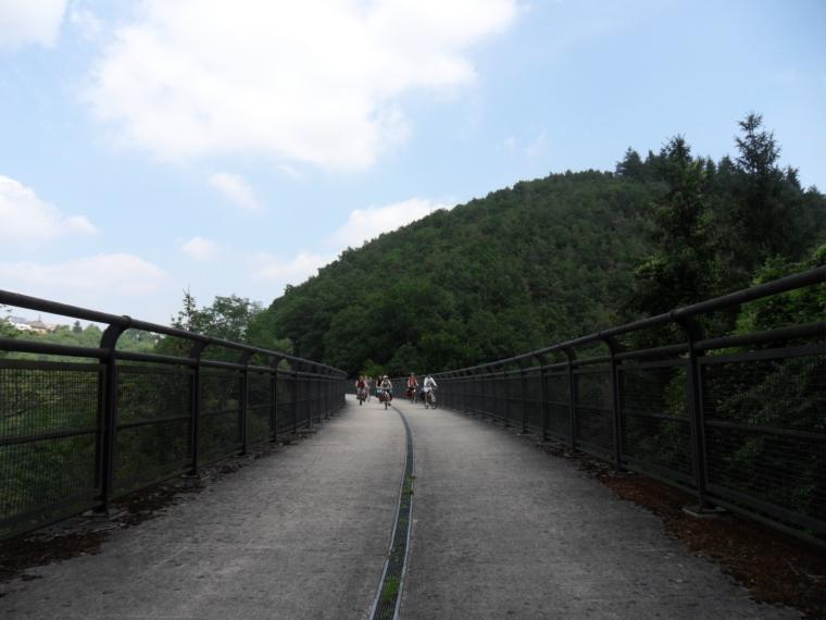 Wind von vorn: Jungen-Fahrradtour durch die Eifel